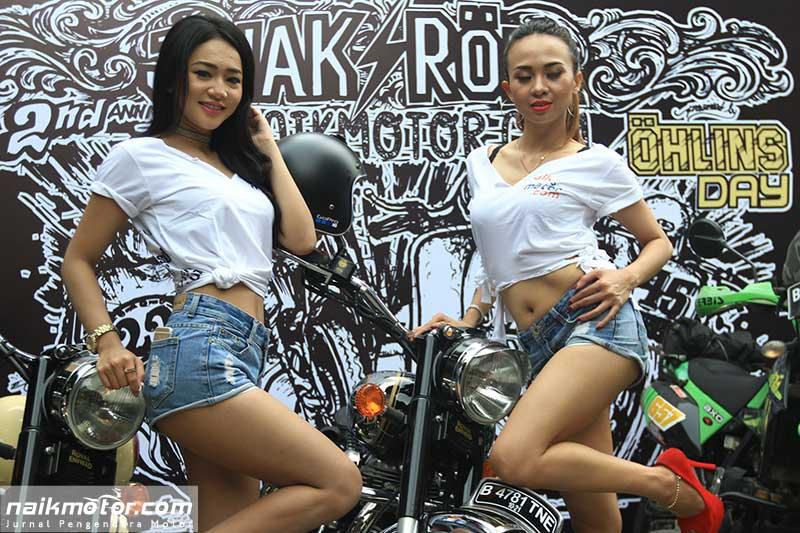 Model Cantik Penggoda Bikers Jejak Roda