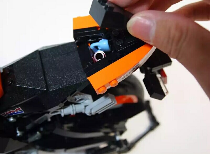 Heboh, Honda CBR1000RR Fireblade Repsol Edition dari Lego