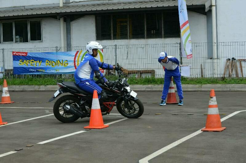 Adu Skill Safety Riding Antar Komunitas Honda
