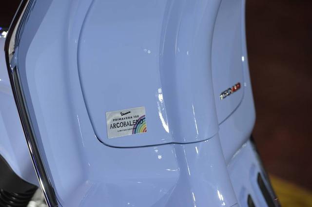 Vespa Arcobaleno meluncur di Indonesia