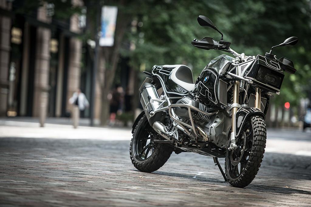 motor custom BMW R1200GS gahar dari Cherry's Company
