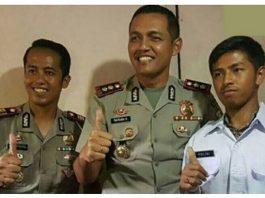 Bekerja Di Kantor Polisi