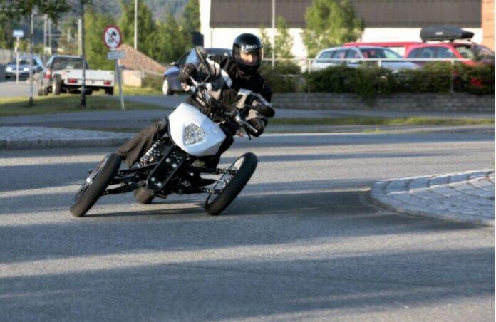 Teknologi Leaning 3 Wheeler Yamaha Niken