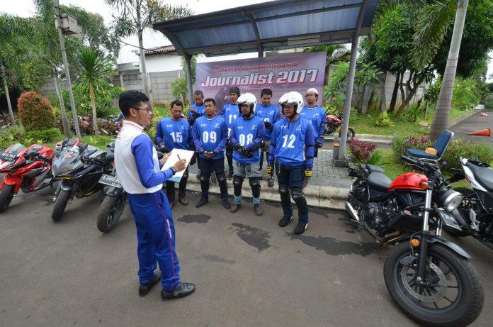 Jurnalis Berkompetisi Safety Riding dengan Rebel dan CB500X