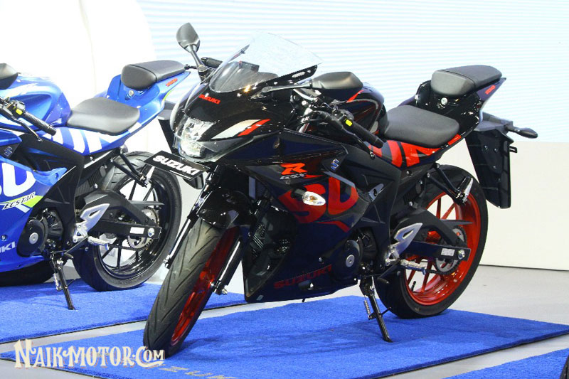 Telisik Kegantengan Gsx R150 Titan Black Berkaki Kaki Merah