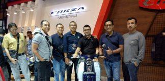 Andre Taulany Tertarik Honda Super Cub C125 Warna Merah