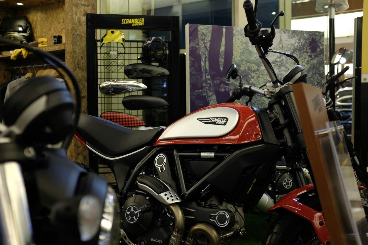 Scramb;er Ducati Sixty2