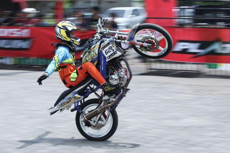 Jejak Ban Corsa Platinum di Gymkhana Stuntdrift Competition Bali