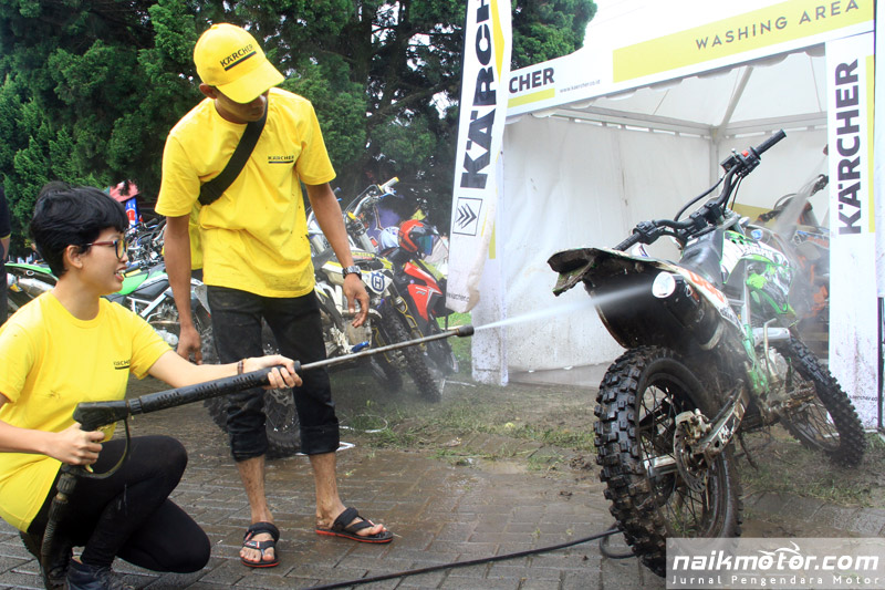 Mencuci Dirtbike Usai Digunakan