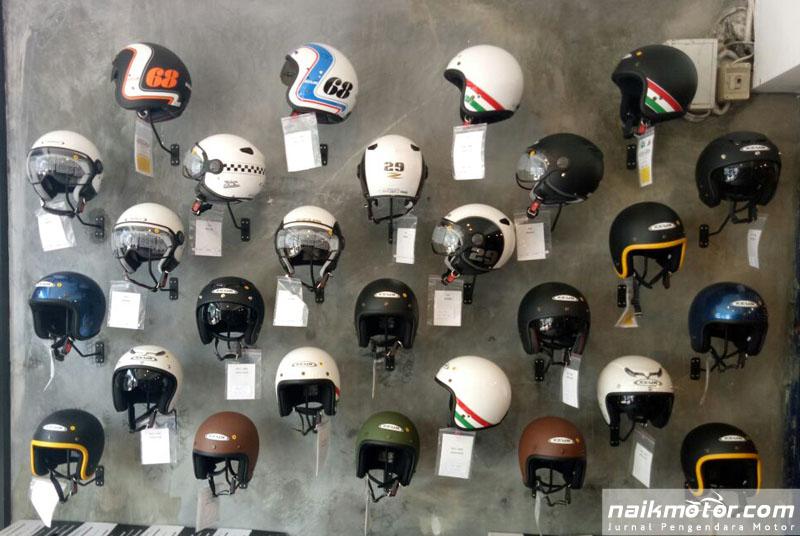 Membeli Helm