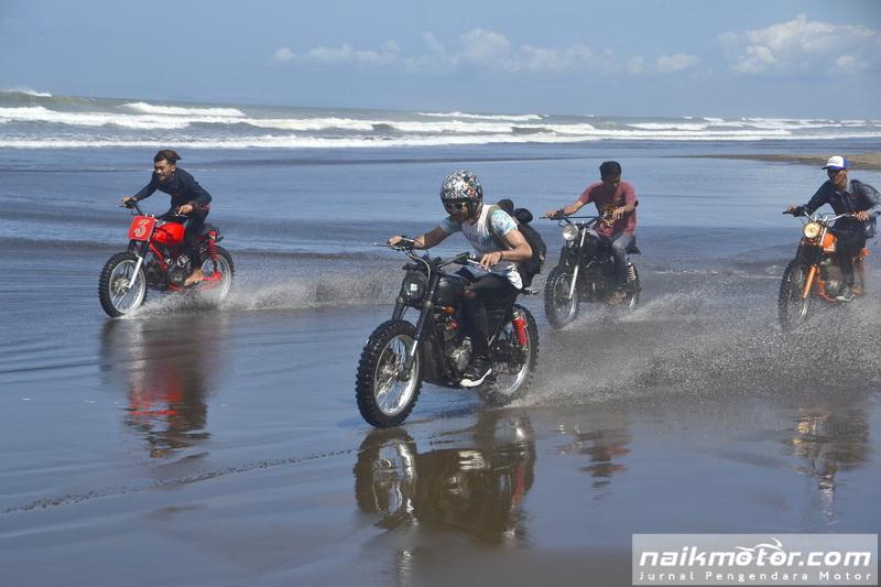 Menjelajahi Eloknya Pantai Menganti di MotoJourney 2