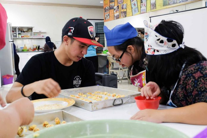 Usai Musim Balap 2017, Ali Adriansyah Bikin Kue Kering