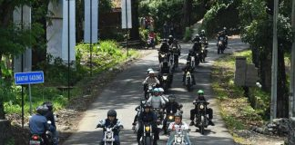 Presiden Jokowi riding