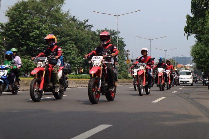 Wahana Mendukung Riding dan Supermoto Street Modification CRF150L