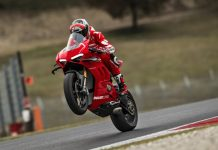 Ducati Panigale V4R Pakai Winglet