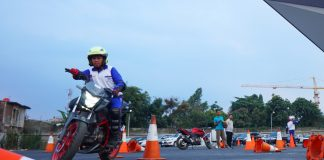 Instruktur Safety Riding ini