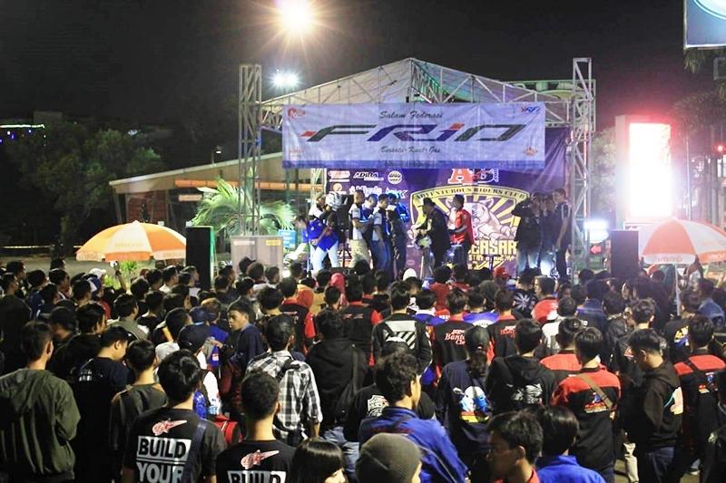 NaikMotor - Logo bagi komunitas adalah jati diri termasuk Adventurous Riders Club (ARC) R15 Jakarta. Maka logo resmi kedua ARC R15 Jakarta diluncurkan sebagai apresiasi bagi anggotanya.