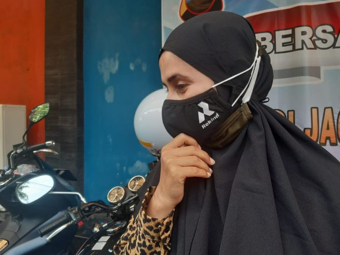 LA 32 Riders Bagikan Masker