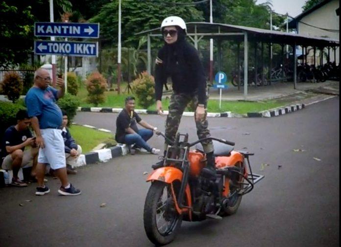 mita lady biker