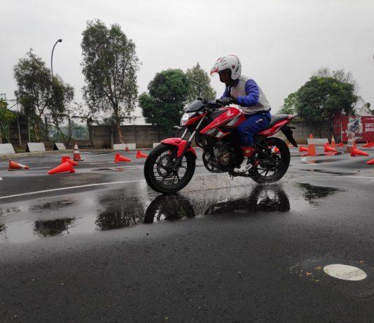 Tips Berkendara di Musim Hujan