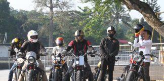 Safety Riding The Clan Moto Guzzi Latih Skill dan Emosi