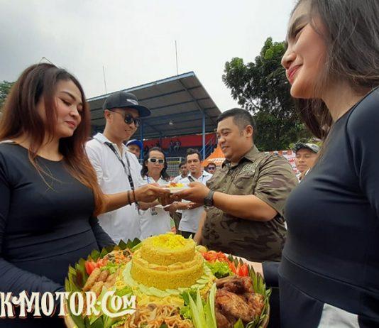 BM ROC Potong Tumpeng
