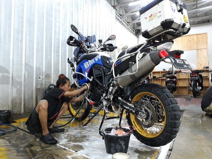 cuci motor sendiri