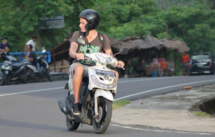asing memiliki sepeda motor