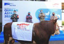 Astra Serahkan Hewan Qurban Dengan Protokol Kesehatan
