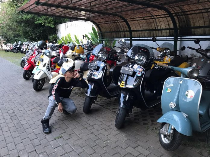 Riding Kemerdekaan GT Vespa