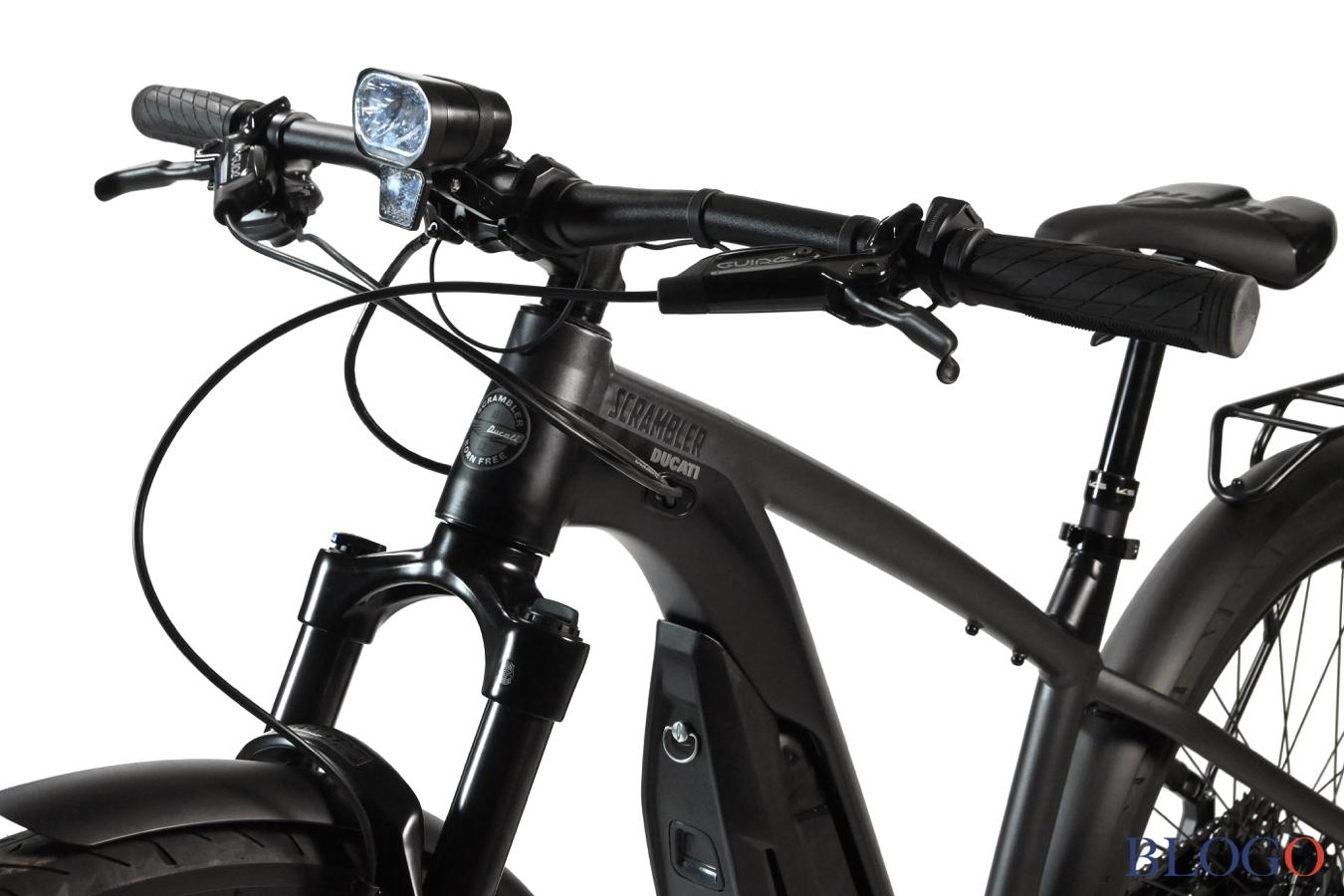 Ducati e-Scrambler abu-abu