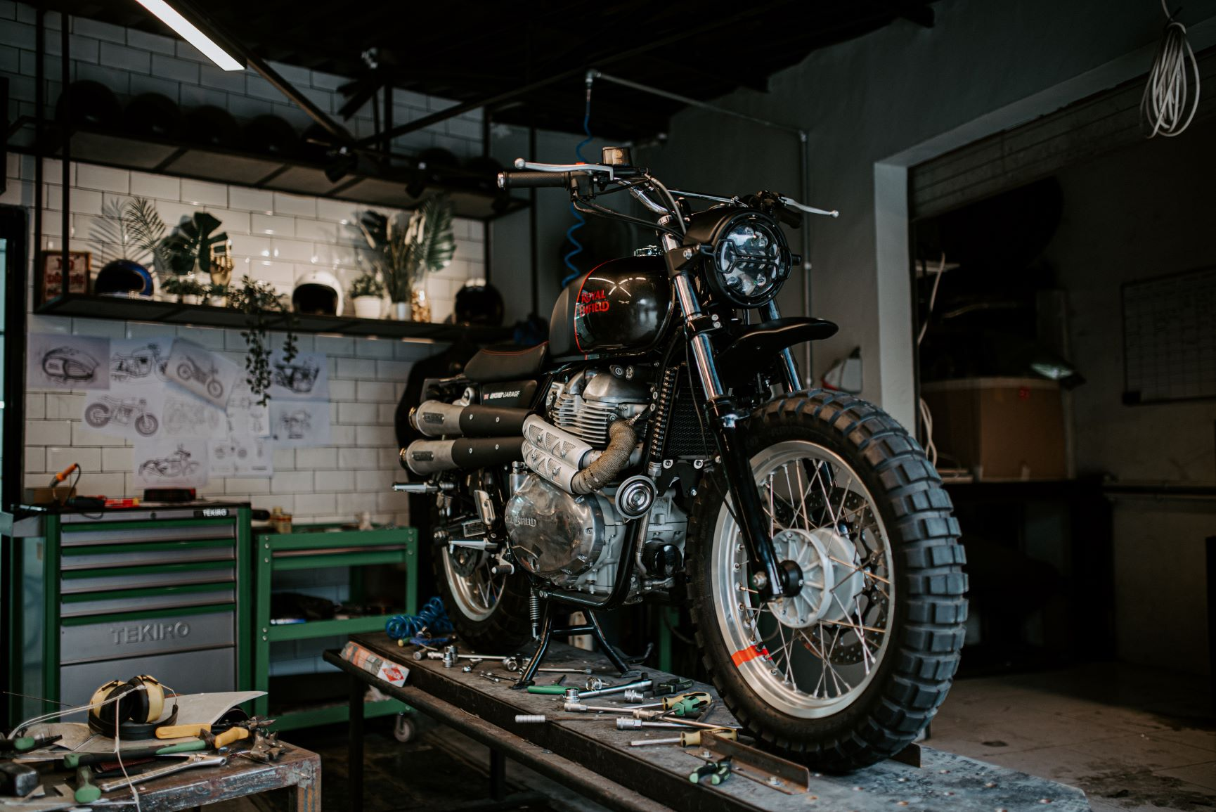 Motor Kustom Smoked Garage