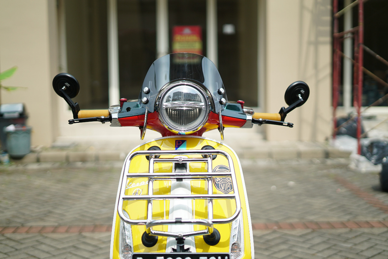 Vespa Sean Wotherspoon Awkarin