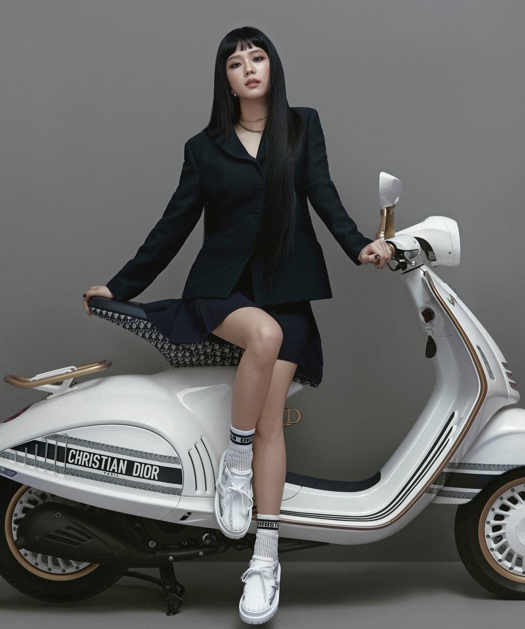 Jisoo Blackpink Vespa Dior